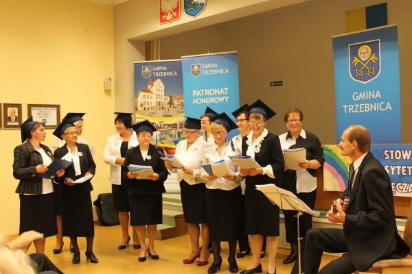 Występ chóru podczas inauguracji roku akademickiego Uniwersytetu Trzeciego Wieku
