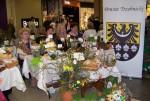 Stoisko powiatu trzebnickiego na prezentacji tradycyjnych stołów wielkanocnych, palm i pisanek w pasażu grunwaldzkim we Wrocławi